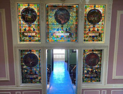 Patrimônio dos pernambucanos, vitrais ecléticos do palácio da ACP são restaurados